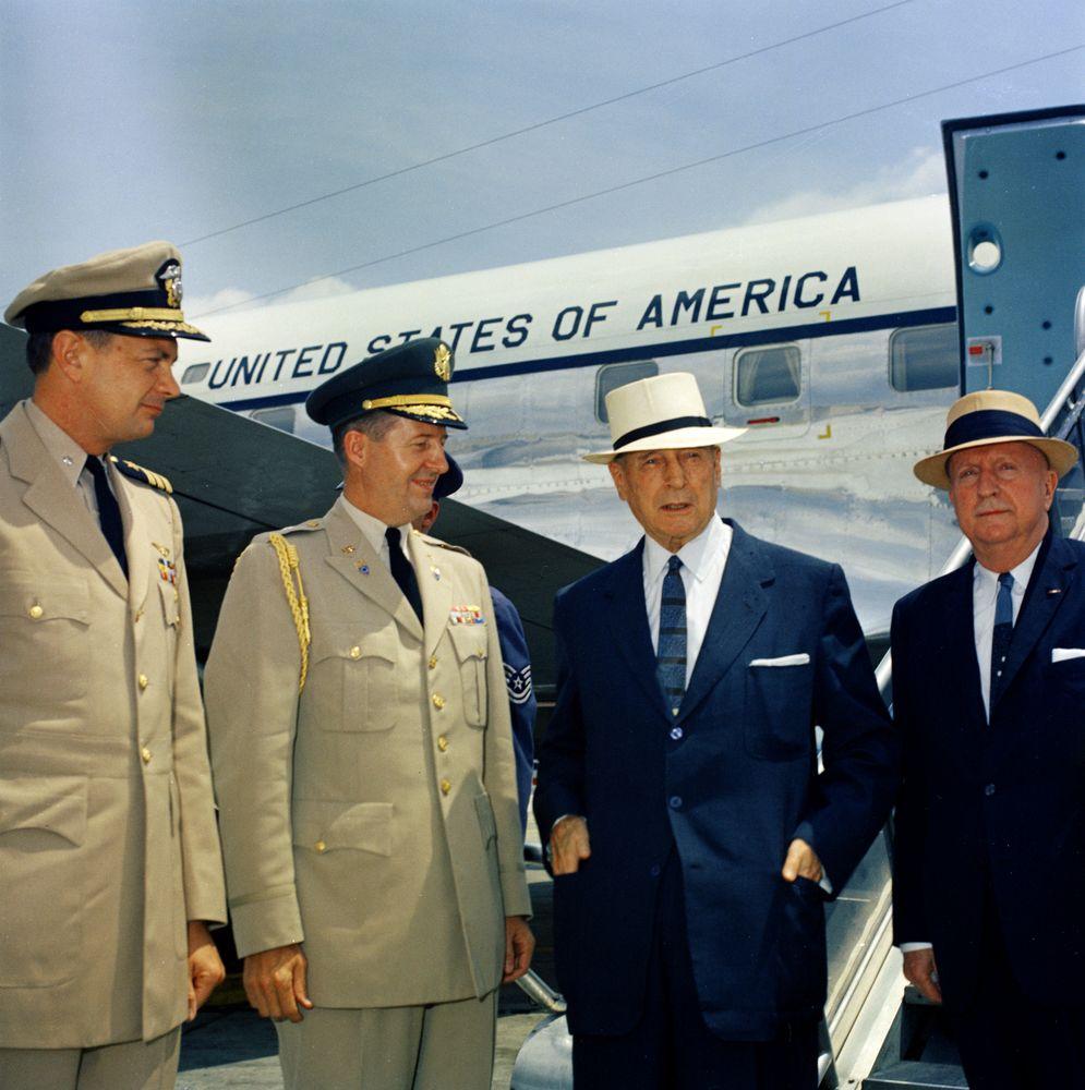 Tazewell Shepard, Chester Clifton, General Douglas MacArthur [JFKWHP-ST-A21-1-61]