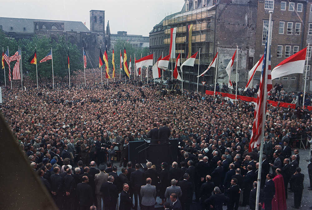 "ST-C230-15-63 23 June 1963 Trip to Europe: Germany, Cologne: Kölner Rathaus (City Hall) Please credit ""Cecil Stoughton. White House Photographs. John F. Kennedy Presidential Library and Museum, Boston"""